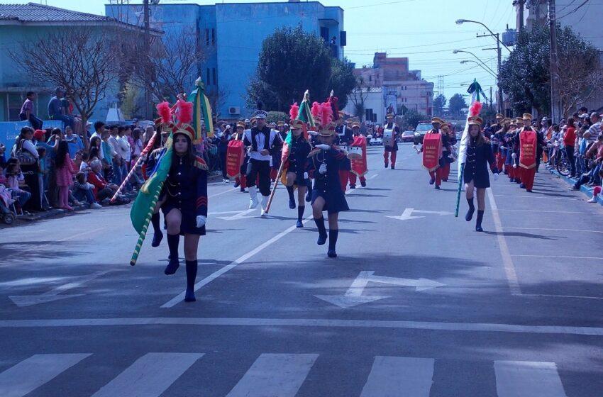 7 de Setembro reúne multidão na praça
