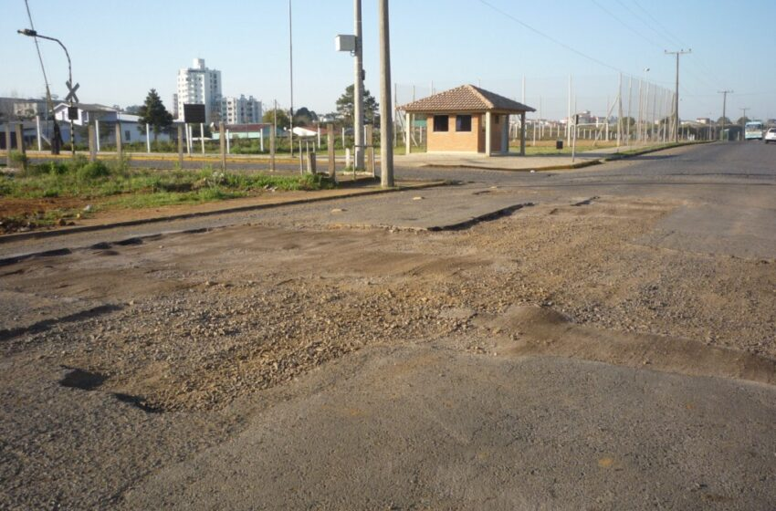 Iniciam reparos com asfalto quente na Avenida Presidente Kennedy