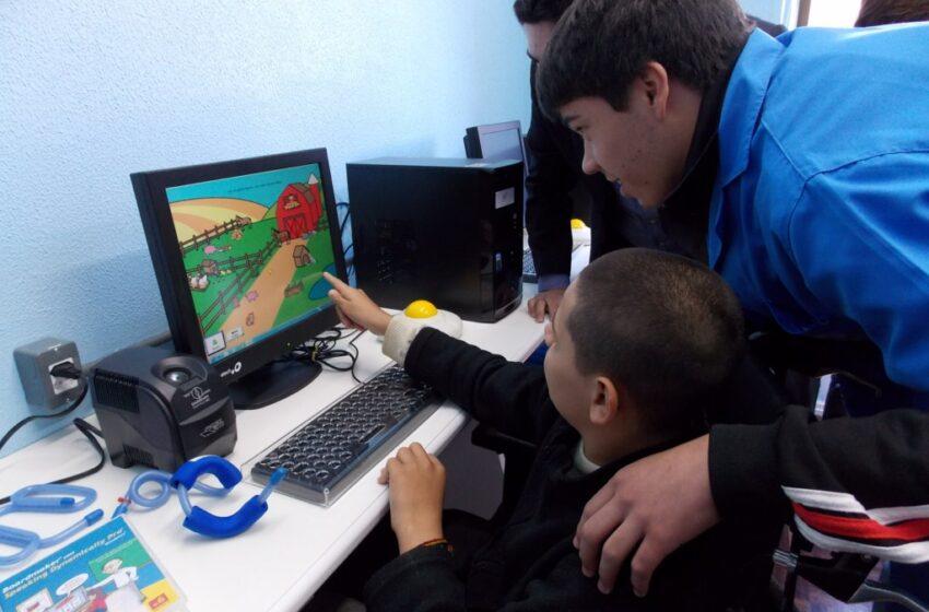 APAE inaugura sala de informática