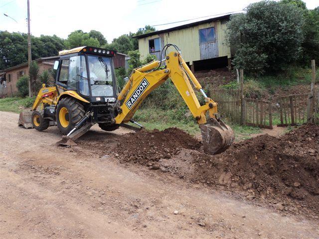 Administração Municipal continua realizando obras de calçamento e saneamento
