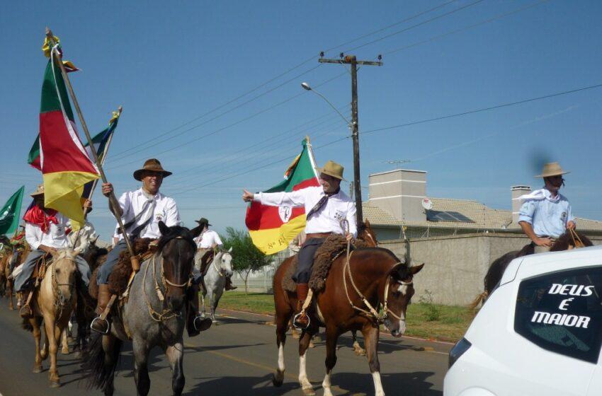 Desfile do Rodeio movimentou Vacaria neste sábado