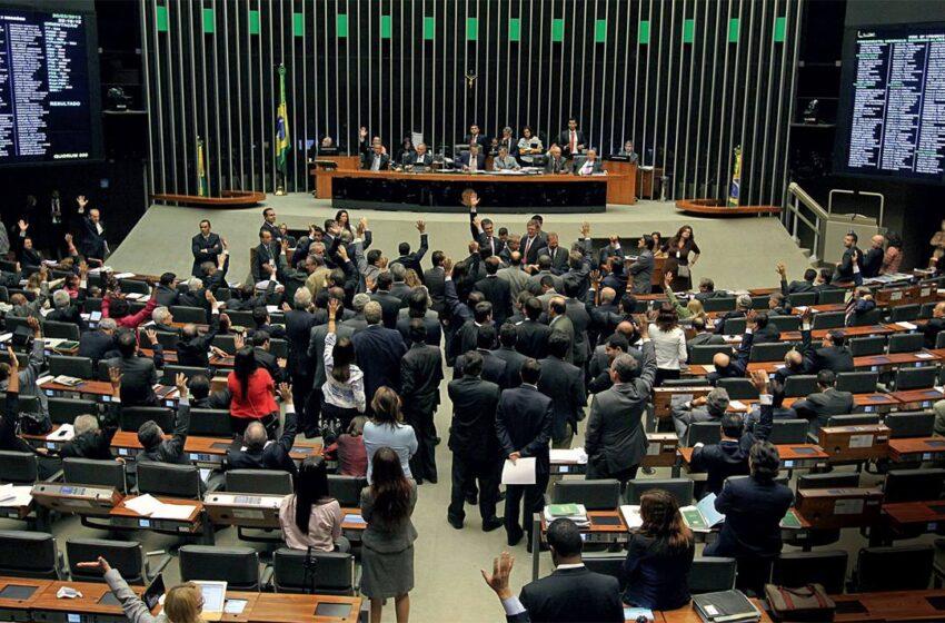 """Câmara aprova proposta da """"Lei Menino Bernardo"""""""