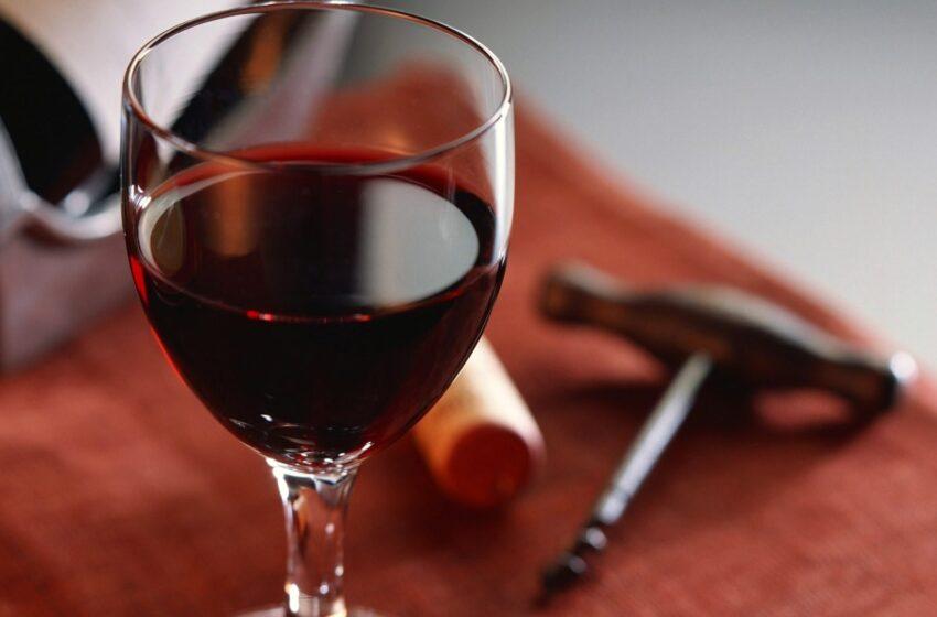 Vinho tinto ajuda a combater cáries, aponta pesquisa