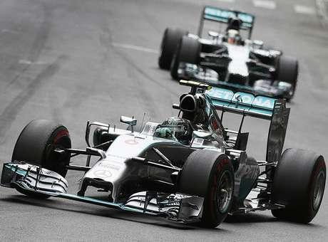 """Rosberg """"ignora"""" Hamilton, vence em Mônaco e retoma ponta do Mundial"""