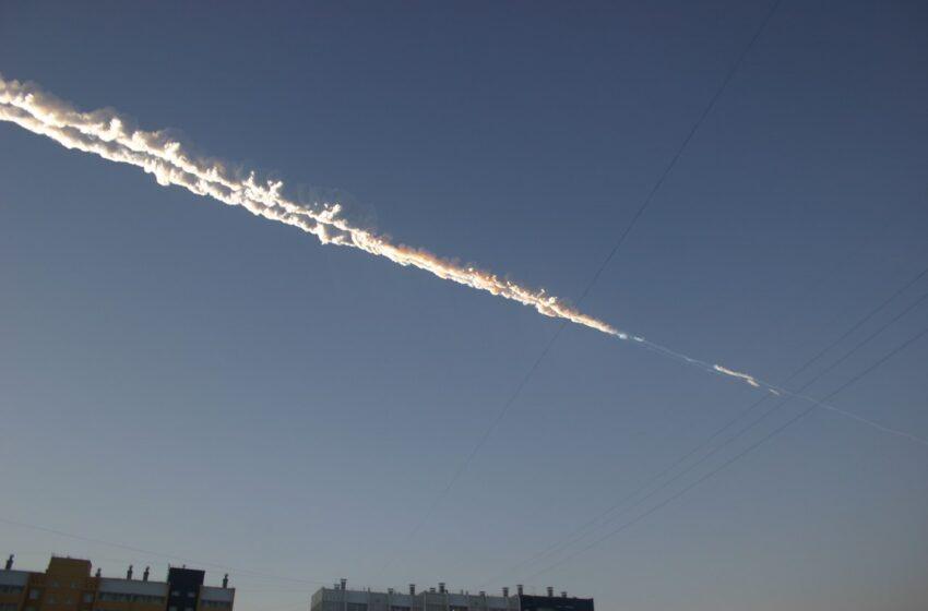 Meteoro que caiu na Rússia em 2013 teria colidido com outro antes de cair na terra, afirma estudo