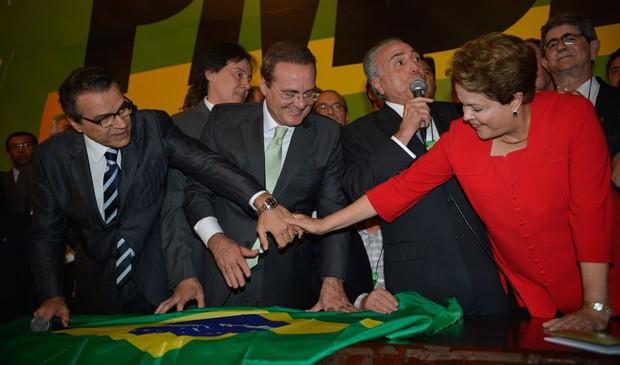 Apesar de ala dissidente, PMDB aprova apoio a Dilma nas eleições