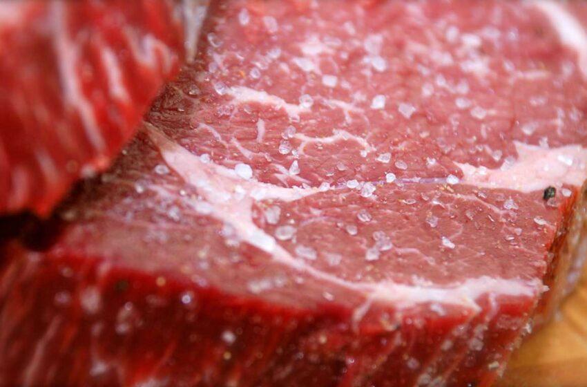 Estudo nos EUA liga carne vermelha a risco de câncer de mama