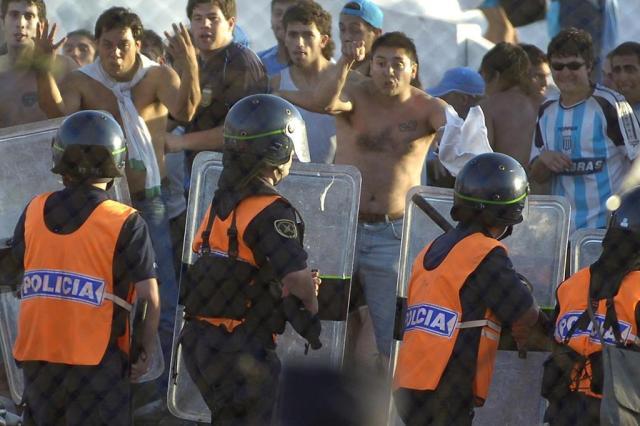 Todos os 2,1 mil barrabravas da lista serão deportados, diz chefe da Interpol