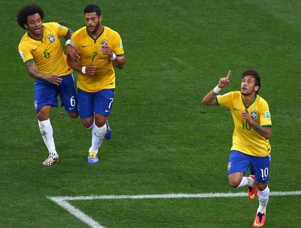 Tá escrito: Neymar decide com erro de árbitro e Brasil vira sobre a Croácia