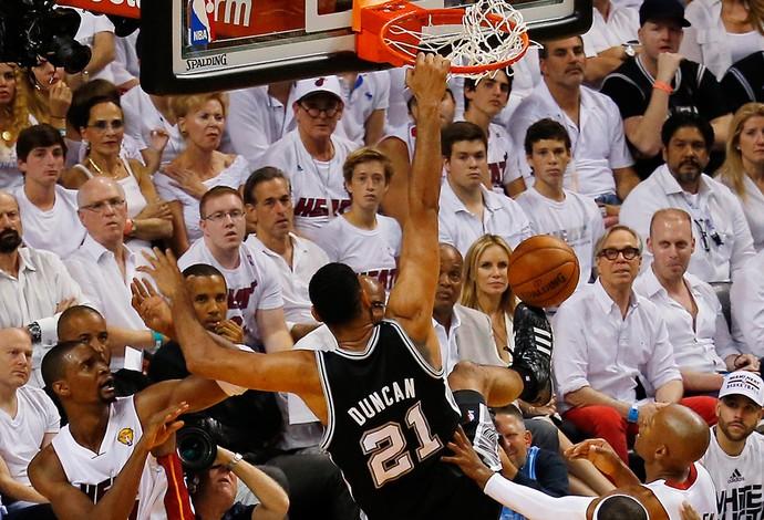 Tim Duncan entra para a história, Spurs arrasam Heat novamente e ficam perto do título