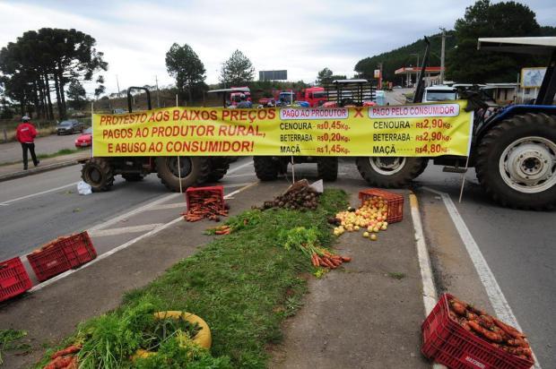 Agricultores da Serra protestam na Rota do Sol contra desvalorização dos produtos