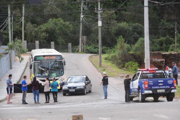 Moradores de seis bairros protestam em Caxias