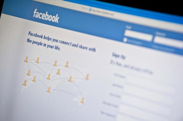 Após reclamações, Facebook permite fotos de mulheres amamentando