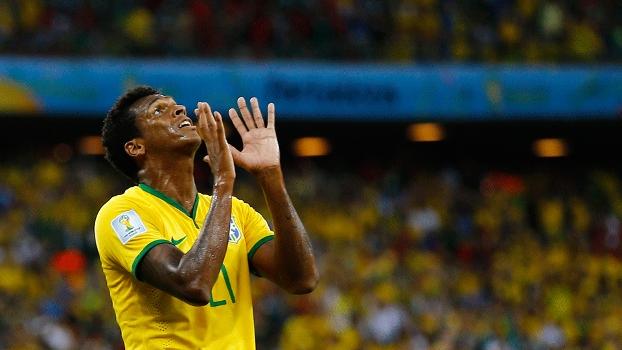 Brasil joga mal, empata e terá que lutar até o fim por vaga