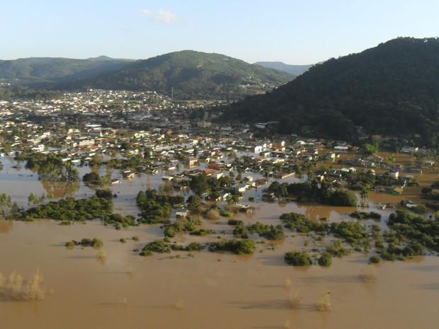 Cidades e vias de SC permanecem com problemas devido as chuvas