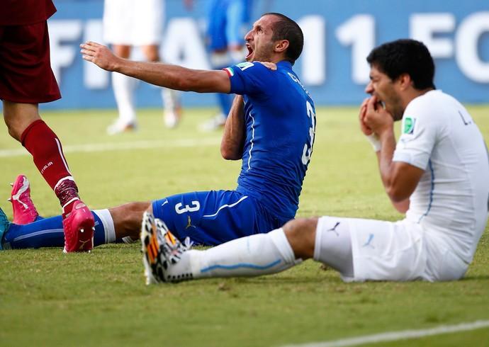 Fifa decide punir Suárez por nove partidas após mordida em Chiellini