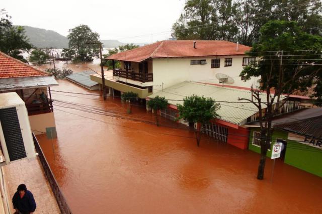 Mais de 4,6 mil pessoas seguem fora de casa devido à chuva no RS