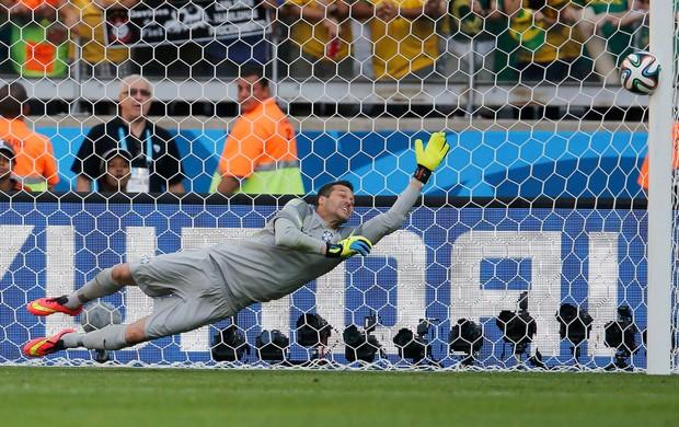 Júlio Cesar pega dois pênaltis, Chile bate na trave, e Brasil vai às quartas