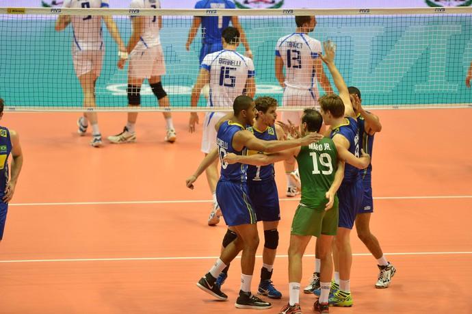 Brasil recupera a confiança, bate a Itália e segue vivo na Liga Mundial