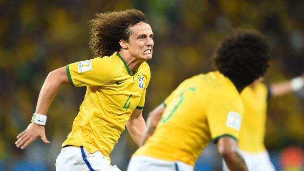 Zagueiros craques decidem, e Brasil avança, sofrendo