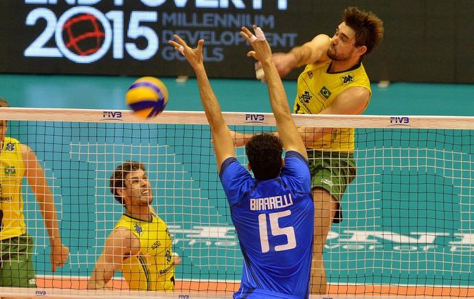 Brasil supera a forte pressão e garante a vaga na fase final da Liga Mundial