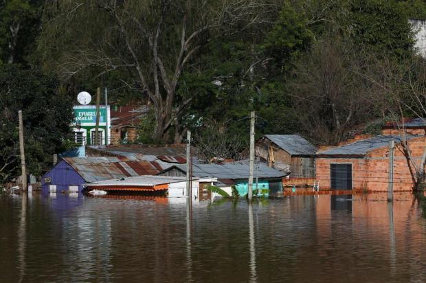 Defesa Civil afirma que mais de 20 mil pessoas estão fora de casa devido a cheias no RS