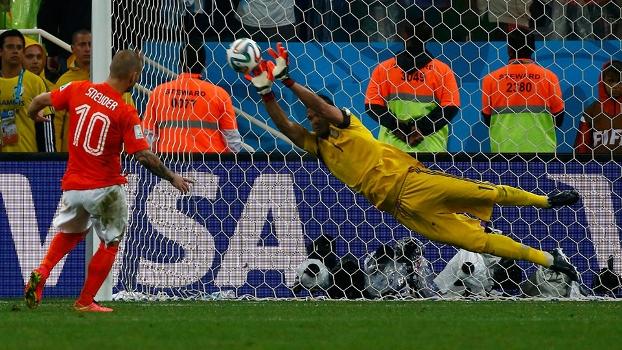 Goleiro brilha, Argentina despacha Holanda nos pênaltis e faz final da Copa no Brasil contra Alemanha