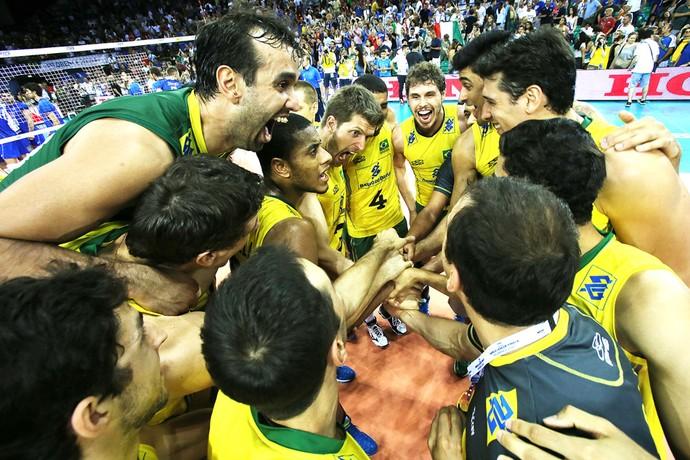 Brasil atropela a Itália e briga com os EUA por seu 10° título na Liga Mundial