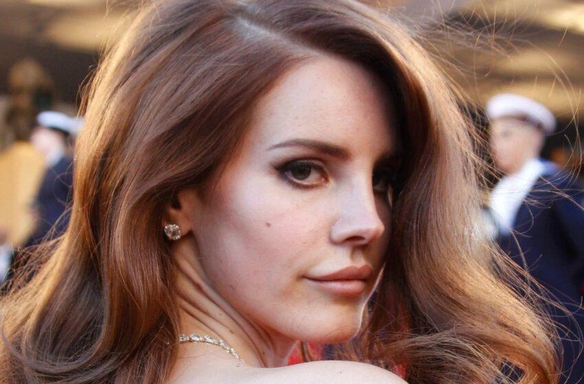 """Lana Del Rey não quer que ninguém ouça suas músicas: """"Eu faço tudo pra mim"""""""