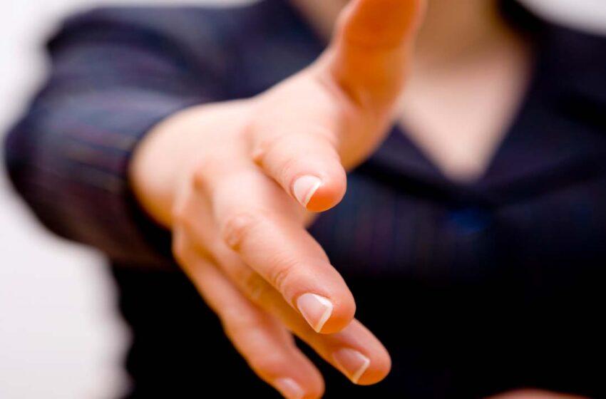 Forma de cumprimentar pode evitar doenças infecciosas