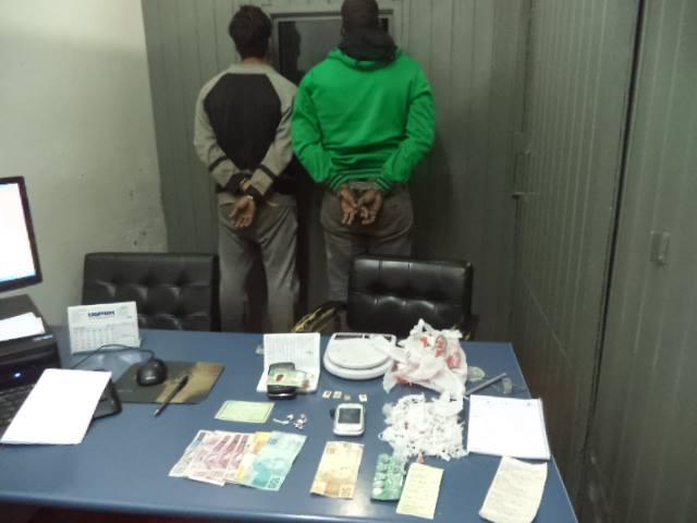 Policiais Civis e Militares prendem em flagrante dois homens acusados de tráfico de drogas em Vacaria