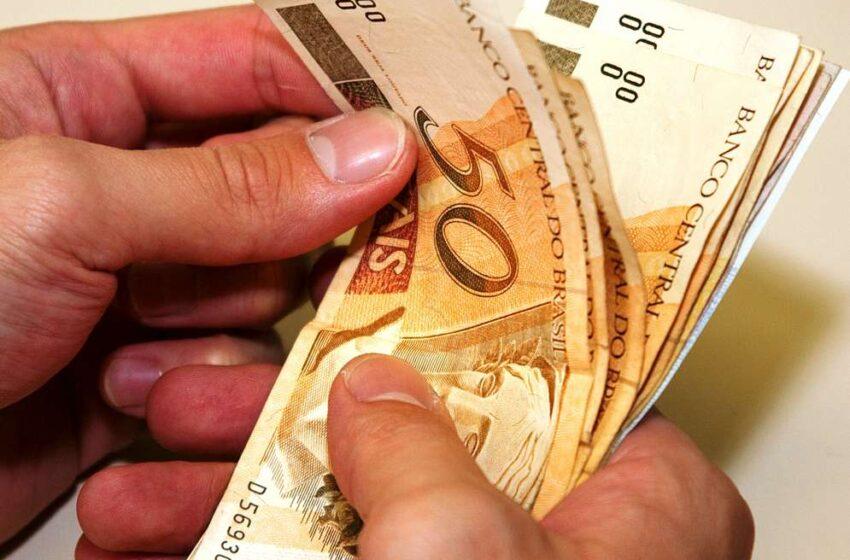 Aposentados receberão metade do 13º salário em agosto