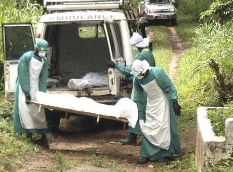 EUA autorizam droga experimental contra ebola na Libéria