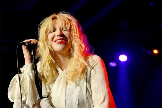 Courtney Love admite ter gasto o equivalente a 60 milhões de reais do dinheiro do Nirvana