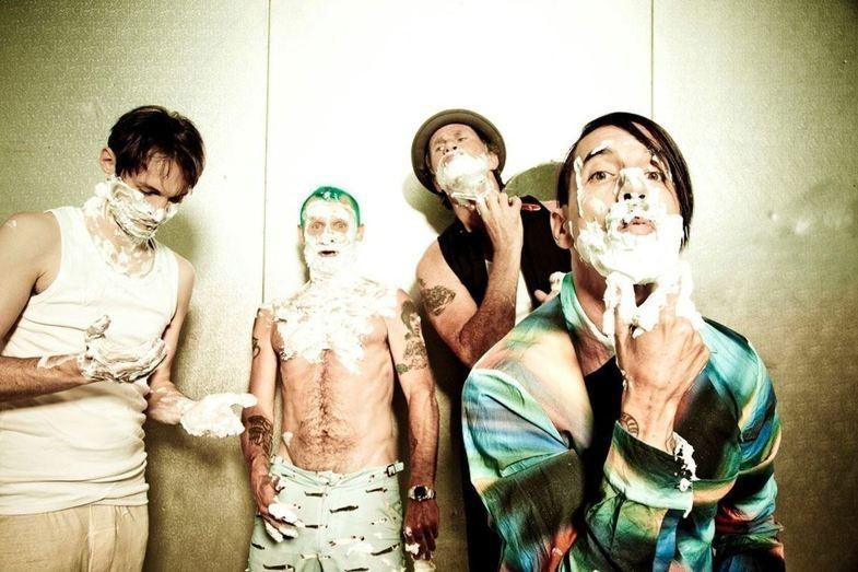 Guitarrista do Red Hot Chili Peppers fala sobre novo álbum de inéditas
