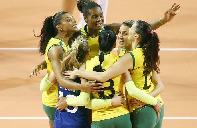 """Brasil atropela Rússia e vai disputar """"final"""" contra o Japão no Grand Prix"""