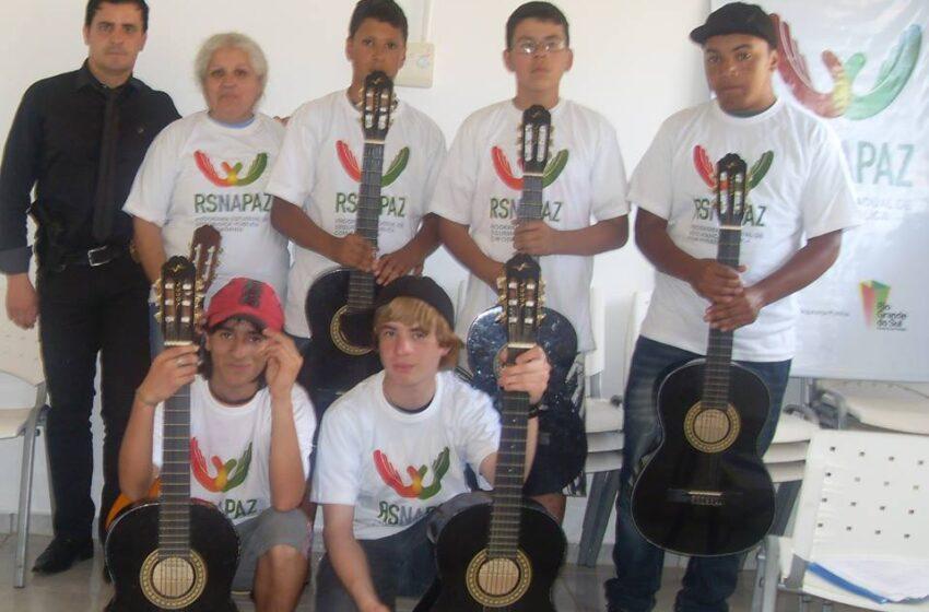 Base Comunitária Casa da Cidadania está com inscrições abertas para aulas de violão