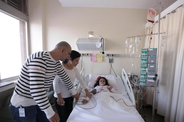 Bebê planejado por fertilização in vitro doa medula óssea para salvar irmã em Porto Alegre