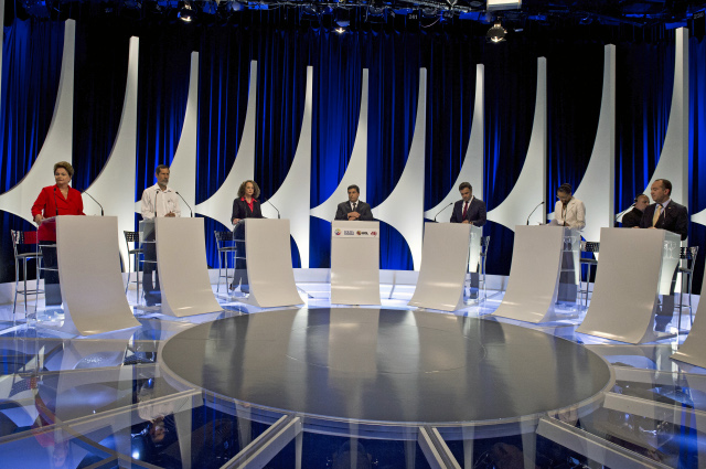 Debate entre presidenciáveis é marcado por críticas mais duras de Dilma a Marina