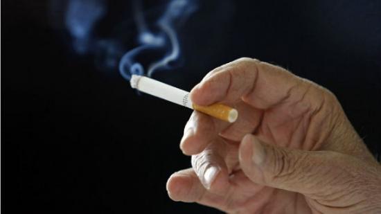 Cigarro é mais viciante que cocaína e heroína, diz relatório