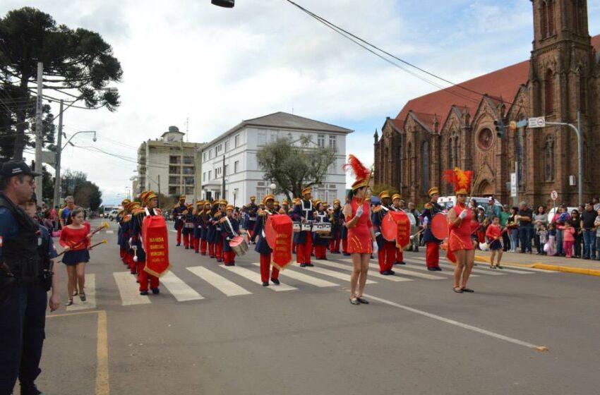 Desfile Cívico de 7 de setembro levou milhares de pessoas ao Centro da cidade
