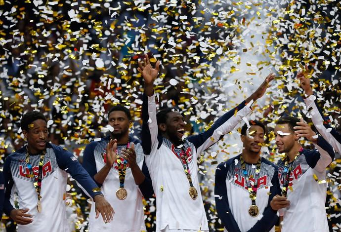 Mundial de um time só: EUA passam por cima da Sérvia e são campeões