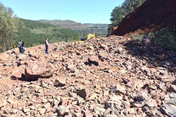 Previsão é que desvio de cratera na ERS-110, em Jaquirana, seja liberado em duas semanas