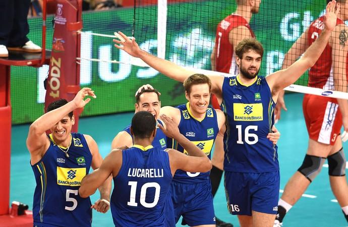 Impecável, Brasil derrota a Rússia em jogo de vida ou morte e vai à semifinal