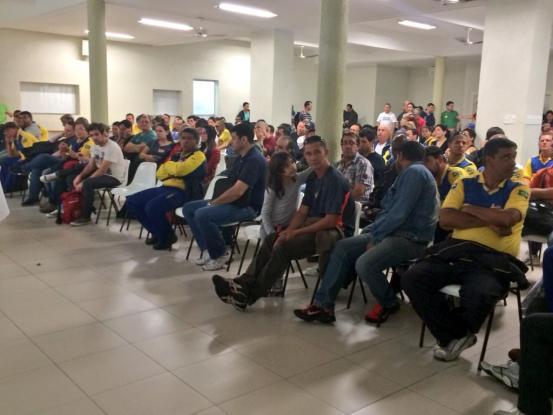 Servidores dos Correios decidem permanecer em greve até a sexta-feira