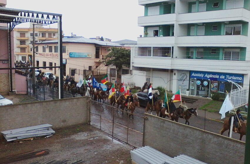 Semana Farroupilha 2014 – Amanhã tem Desfile Temático e de Cavalarianos