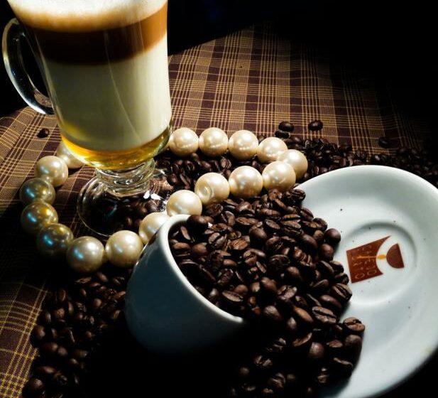 Beber café pode diminuir risco de esclerose múltipla, diz estudo