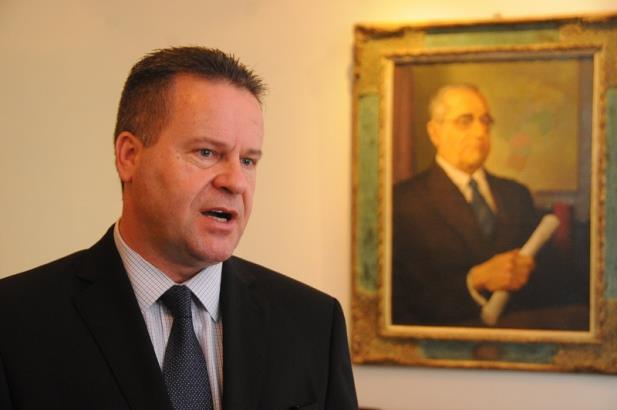 Governo Sartori promete mais números para justificar crise financeira