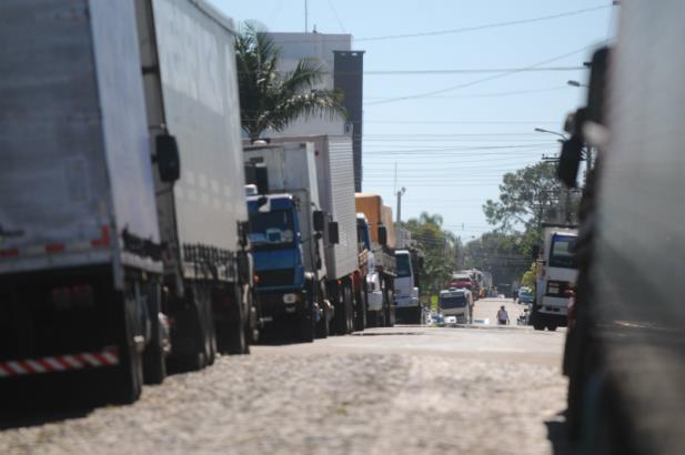 Caminhoneiros voltam a bloquear estradas no RS