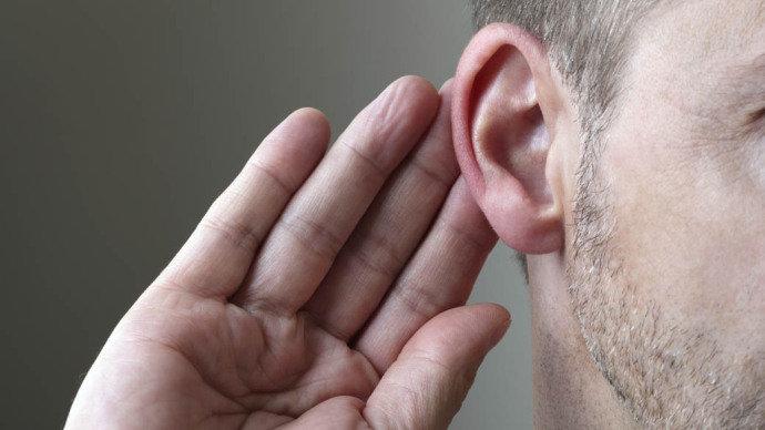 Mais de um bilhão de jovens podem sofrer danos auditivos por ouvirem música alta
